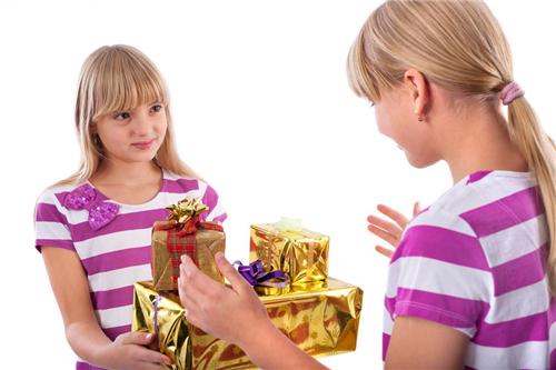 女生收到什么礼物时最开心 女生最希望最想收到什么礼物能开心炸