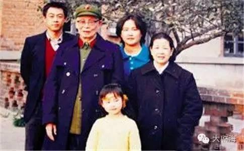 演员朱珠什么背景家庭情况是富二代吗爷爷是谁?朱珠个人资料曝光