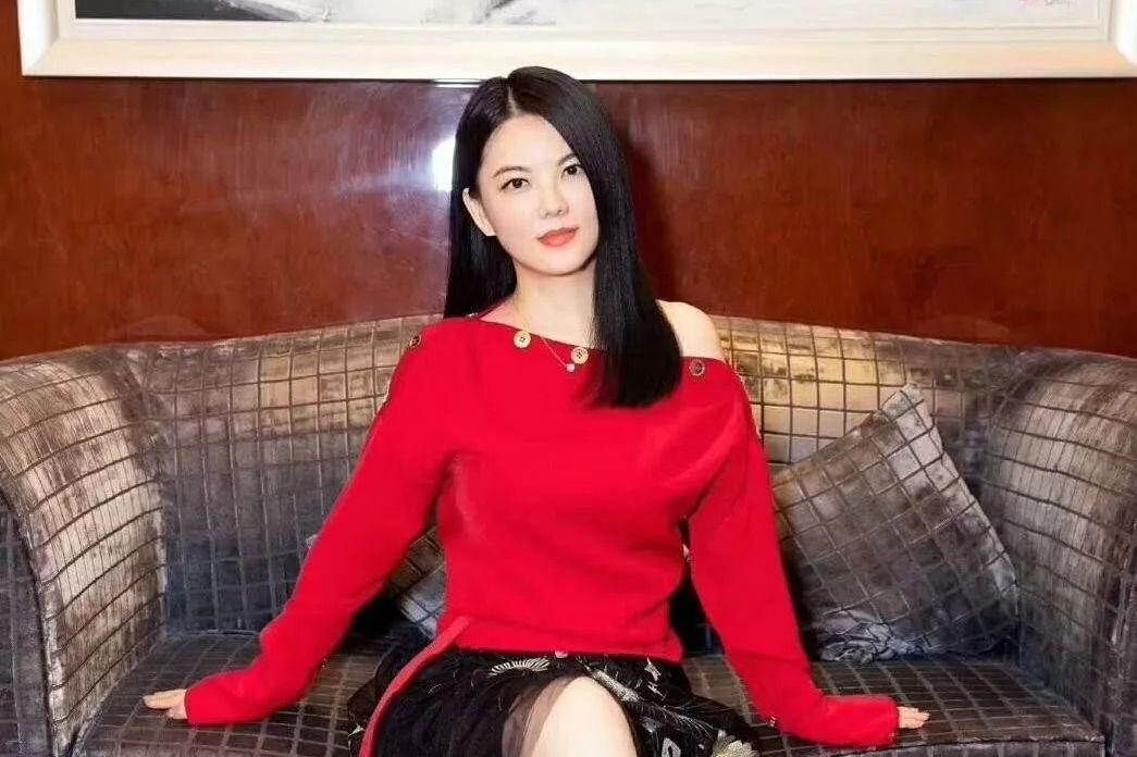 李湘点赞引争议她和谢娜关系不好吗?李湘谢娜一姐之争是真的吗?