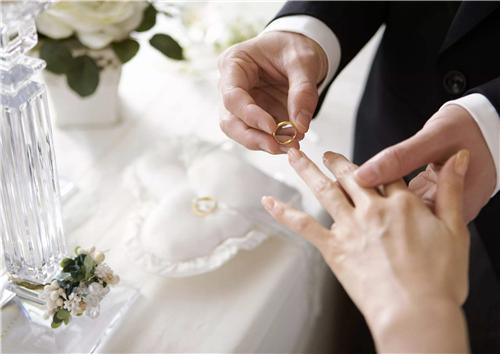 适合订婚官宣的句子 创意朋友圈宣布订婚 委婉简介朋友圈宣布订婚