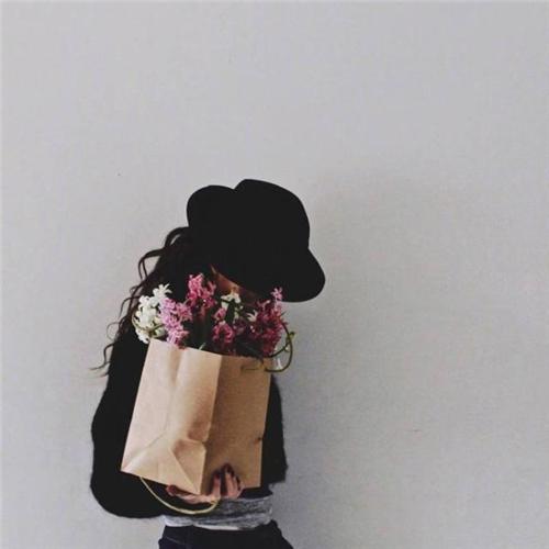 女生没有人依靠坚强到让人心疼的心酸句子 让男人看了心疼你句子