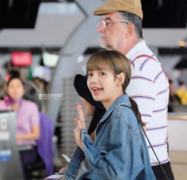 lisa是泰国和哪的混血多高多重男朋友是谁?蔡徐坤喜欢lisa吗关系