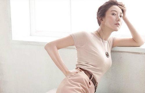金喜爱在韩国什么地位老公是谁照片?和刘亚仁绯闻密会接吻咋回事