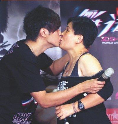 罗志祥是单亲家庭吗和妈妈关系舌吻图片?罗志祥妈妈说罗志祥厉害