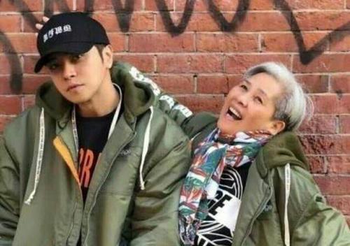 罗志祥和他的妈妈黑料接吻照片?罗志祥妈妈曾经是干嘛的感情生活