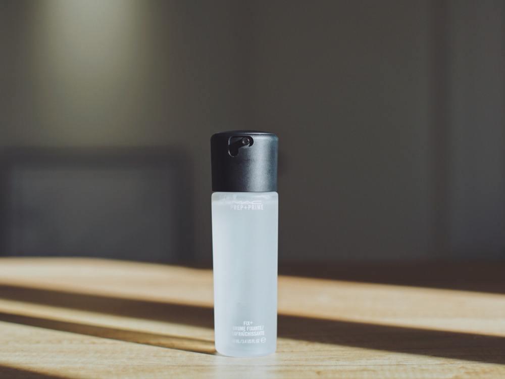 玫珂菲定妆喷雾怎么使用可以补水吗 定妆喷雾玫珂菲和魅可哪个好