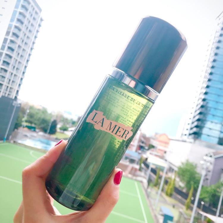 夏季用爽肤水好还是精华水好哪个更补水 精华水与爽肤水一样吗