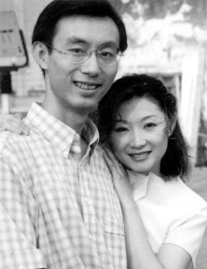 张嘉译有几个妻子第一任老婆杜珺资料照片?张嘉译第三任妻子是谁