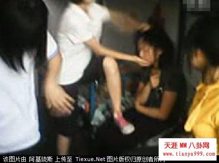 太欺负人:六女生宿舍围殴一女生
